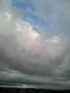 一日曇り空…